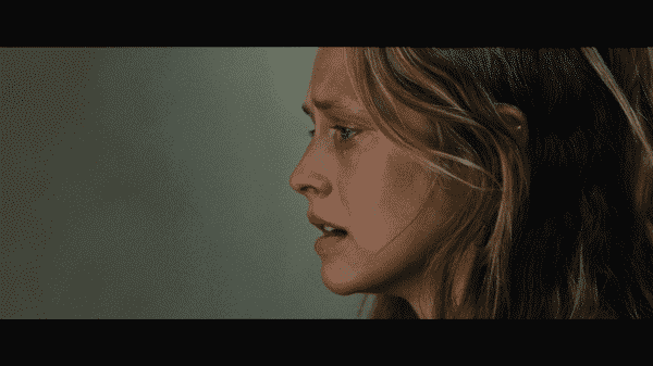 Kelly (Teresa Palmer) in Message From The King