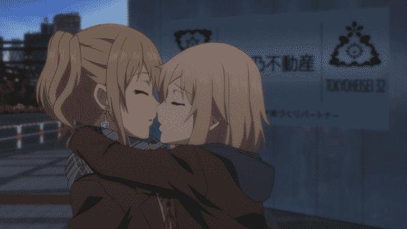 The moment before Matsuri kisses Yuzu to make Mei jealous.