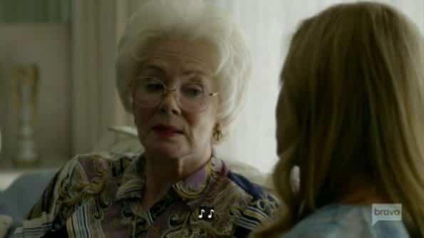 Arlene (Jean Smart) talking to Debra.