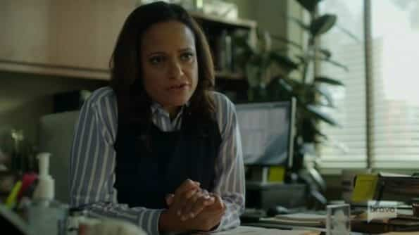 Private Investigator (Judy Reyes) talking to Veronica.