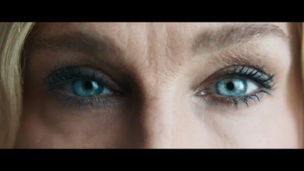 Vivienne's (Sarah Jessica Parker) eyes