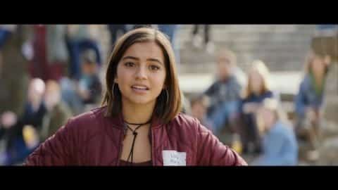 Lizzy (Isabela Moner) talking to Pete and Ellie