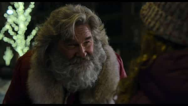 A close up on Santa (Kurt Russell)
