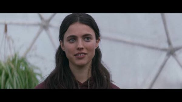 Sam (Margaret Qualley) smiling.