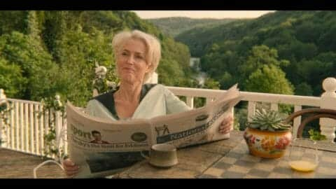 Jean (Gillian Anderson) reading the paper and listening to Otis talk about his masturbation issue.