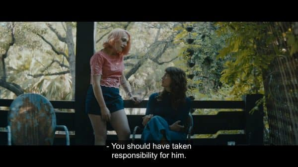 Andrea (Jemima Kirke) and Tara (Lola Kirke) talking about how Tara should have taken responsibility for Martin's feelings.