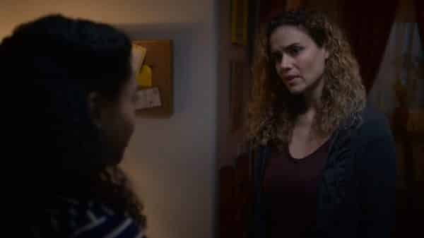 Julia (Lisa Marcos) talking to Monse.