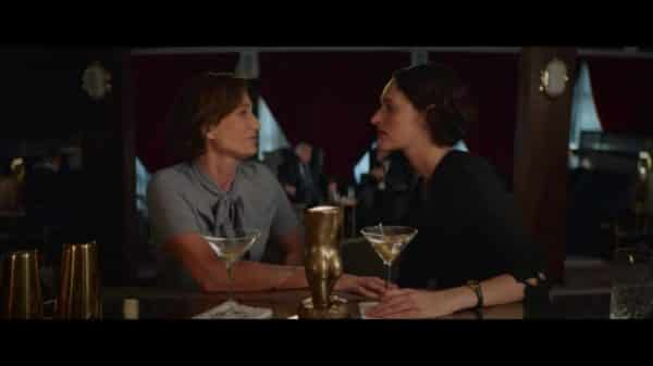 Belinda (Kristin Scott Thomas) and Fleabag (Phoebe Waller-Bridge) talking at a bar.