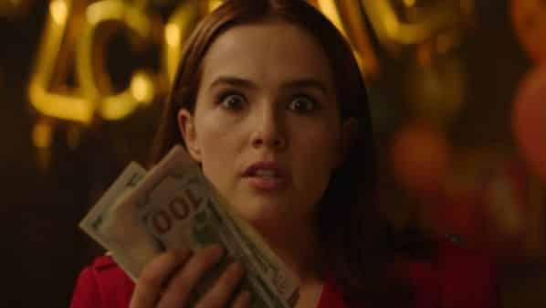 Peg (Zoey Deutch) holding hundreds of dollars.