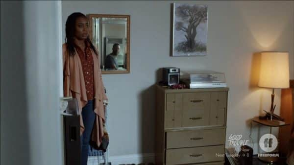 Malika walking into Joseph's (Richard Brooks) apartment.