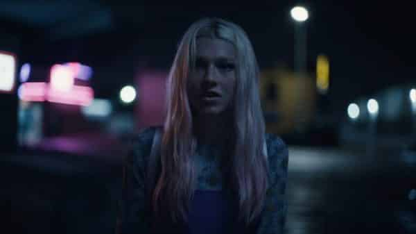 Jules (Hunter Schafer) before meeting up with Nate's dad.