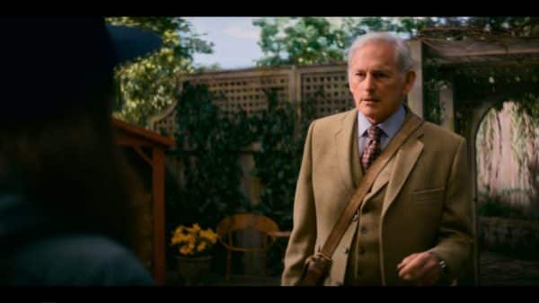 Samuel (Victor Garber) talking to Shawna.