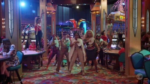 """The crew dancing to """"Free Your Mind"""" by En Vogue."""