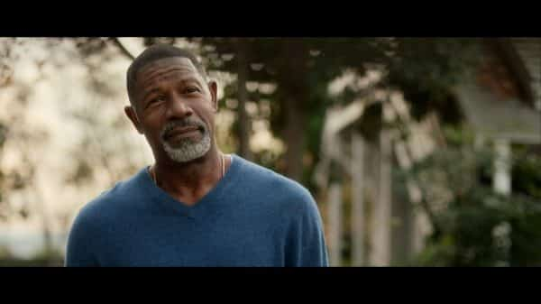 Detective Page (Dennis Haysbert) saying goodbye to Jennifer.