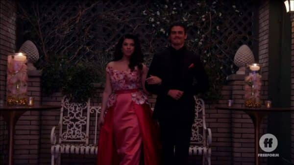 Jazmin and Gael walking together at the start of the Doble Quince.