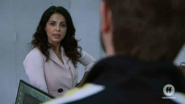 Kendra (Azita Ghanizada) introducing herself to Mariana.