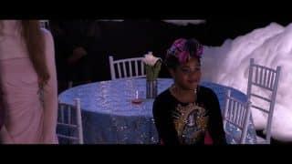 Fareeda (Anjelika Washington) is Jodi's best friend and is someone who plans to be a designer.