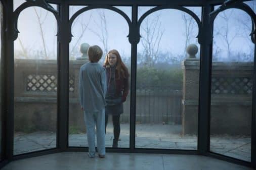 Hayley (Sadie Sink) talking to Eli.