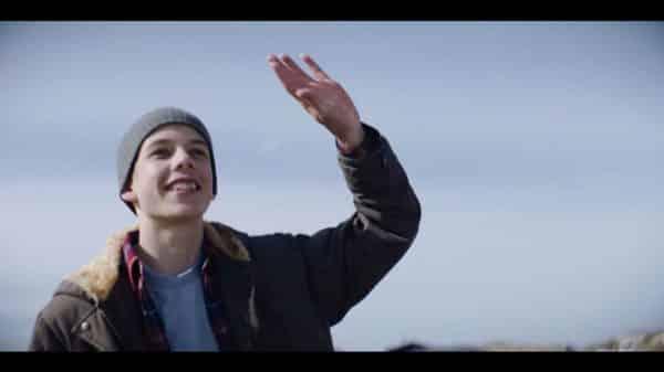 Anton (Ludwig Senger) waving.