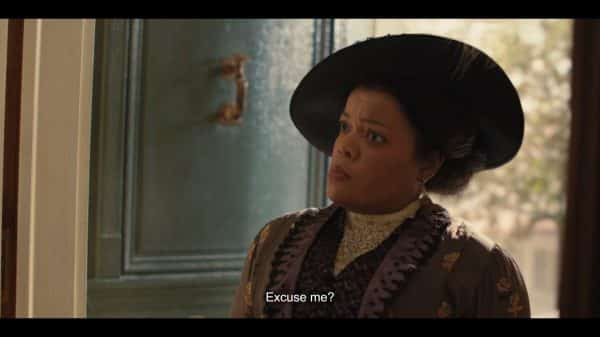 Aunt Sarah (Yvette Nicole Brown) insulted by her family.