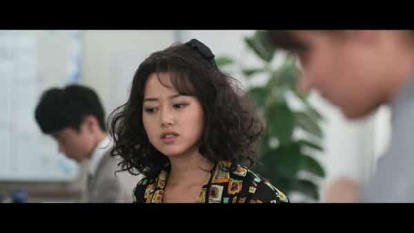 Natsuko (Kiki Sukezane) thinking about something.
