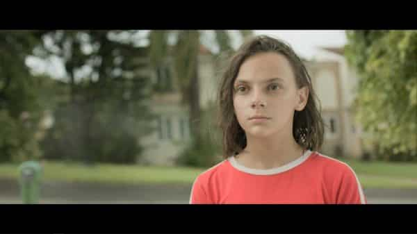 Ana (Dafne Keen) meeting her father and being disappointed.