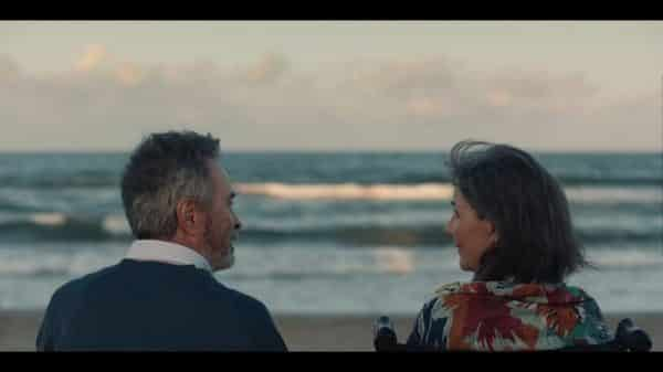 Emilio (Oscar Martinez) and Margarita (Isabel Requena) enjoying a sunset together.