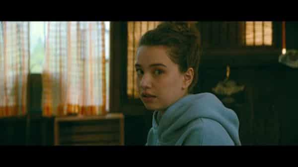 Gen (Emilija Baranac) talking to Lara Jean in a tree house.