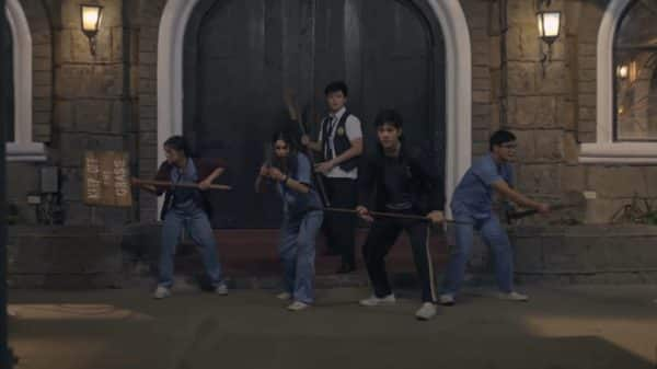 Erika (Maris Racal), PJ (Julia Barretto), Gelo )Yves Flores), Lucas (Joshua Garcia) and Myles (McCoy De Leon) prepping for a zombie assault.