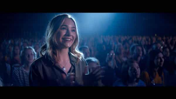 Melissa (Britt Robertson) smiling at one of Jeremy's concerts.