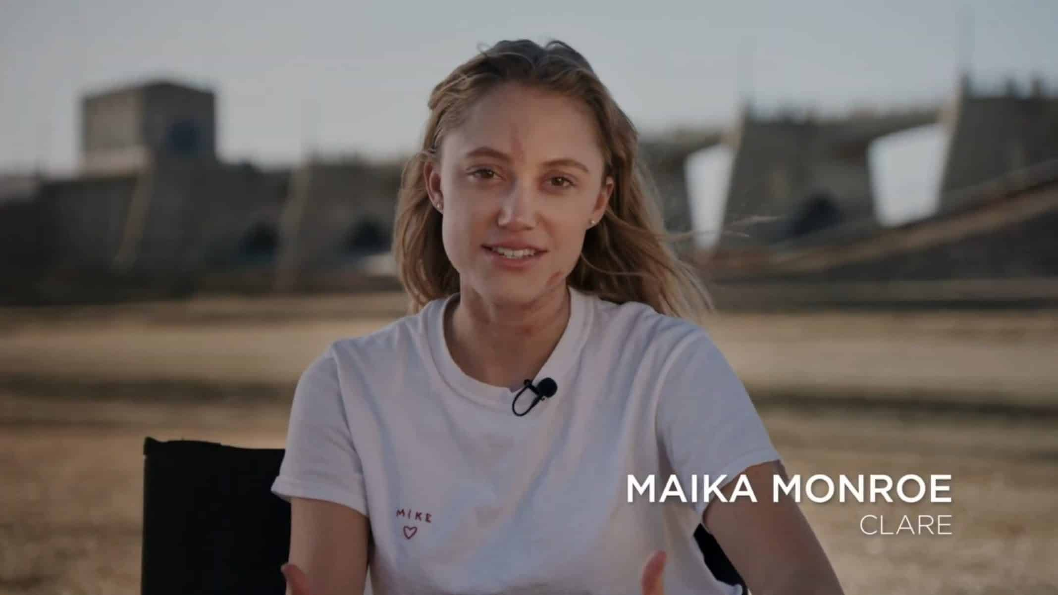 Clare (Maika Monroe) doing a interview