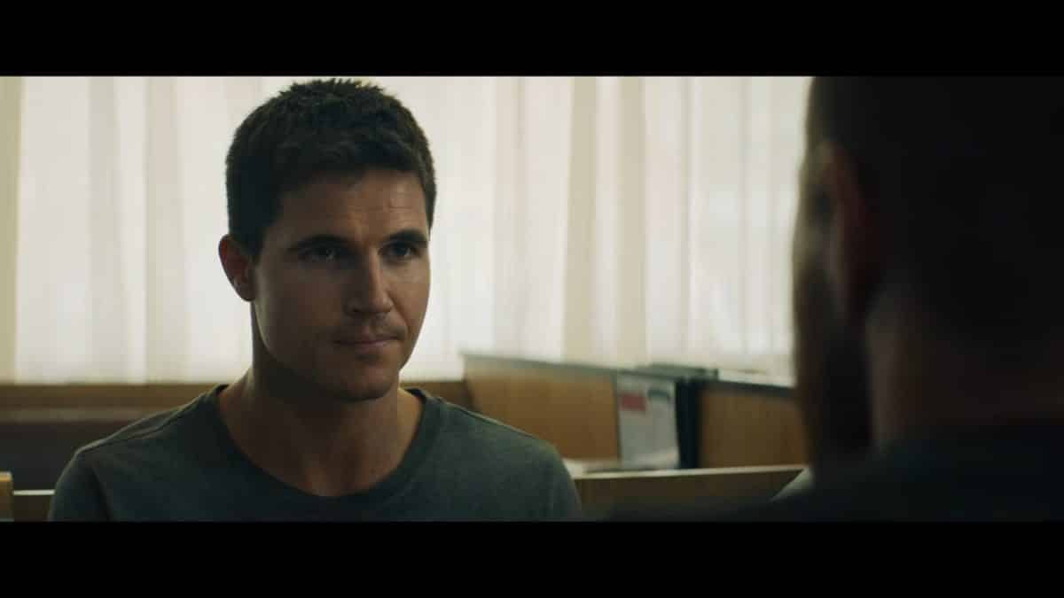 Connor (Robbie Amell) meeting with Garrett