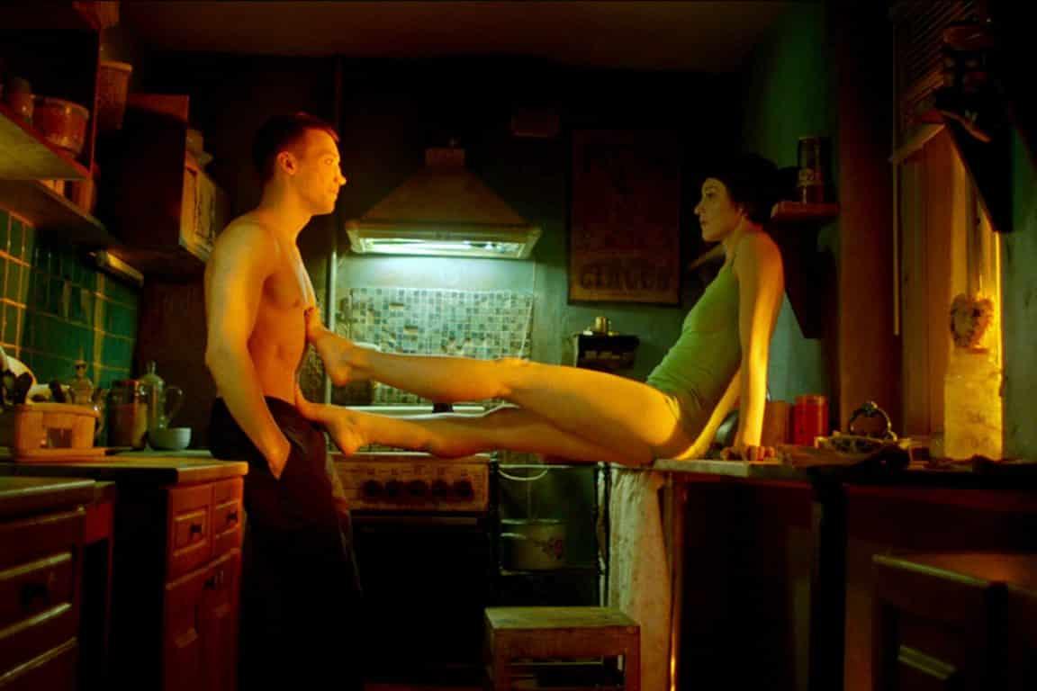 Matvey (Aleksandr Kuznetsov) and Olya (Evgeniya Kregzhde) as Olya seduces him.