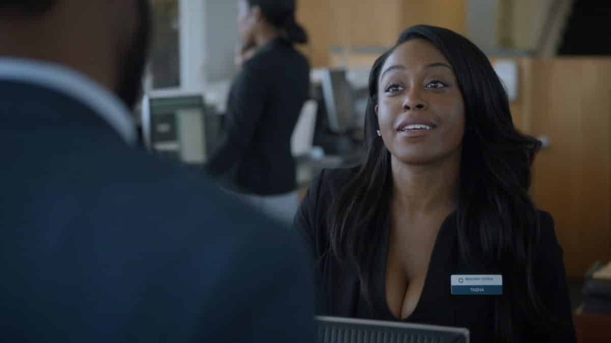 Tasha (Dominique Perry) cashing Lawrence's unemployment check.