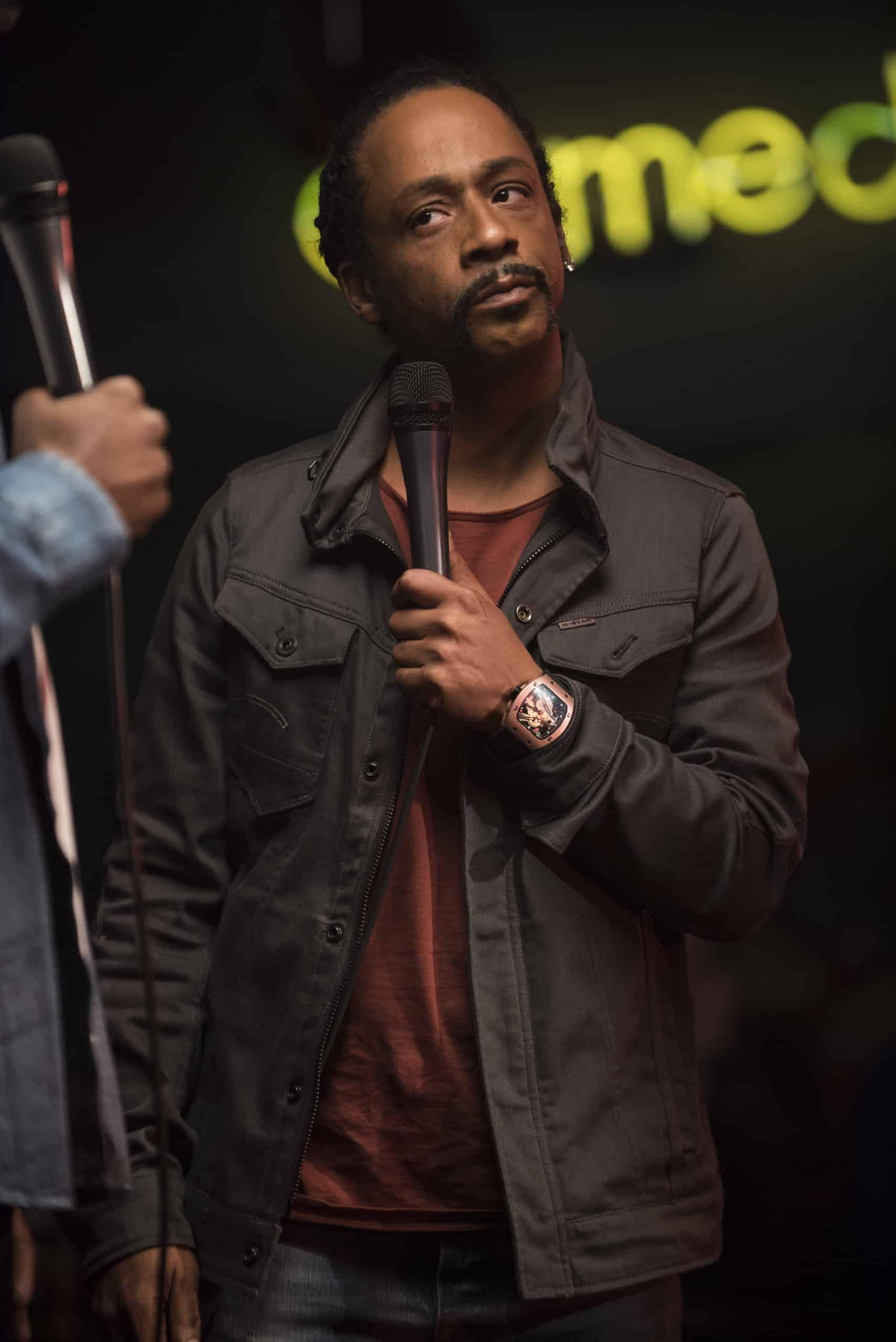 Marques (Katt Williams) interrupting Deandre's set and calling him out.