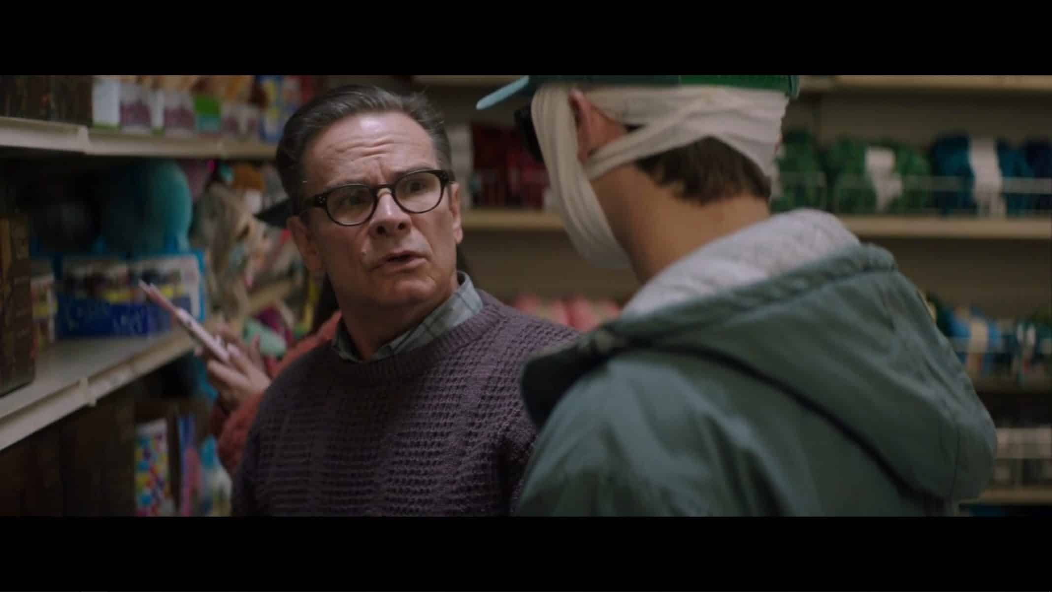 """Paul (Peter Scolari) talking to Max about a board game in """"Looks That Kill."""""""