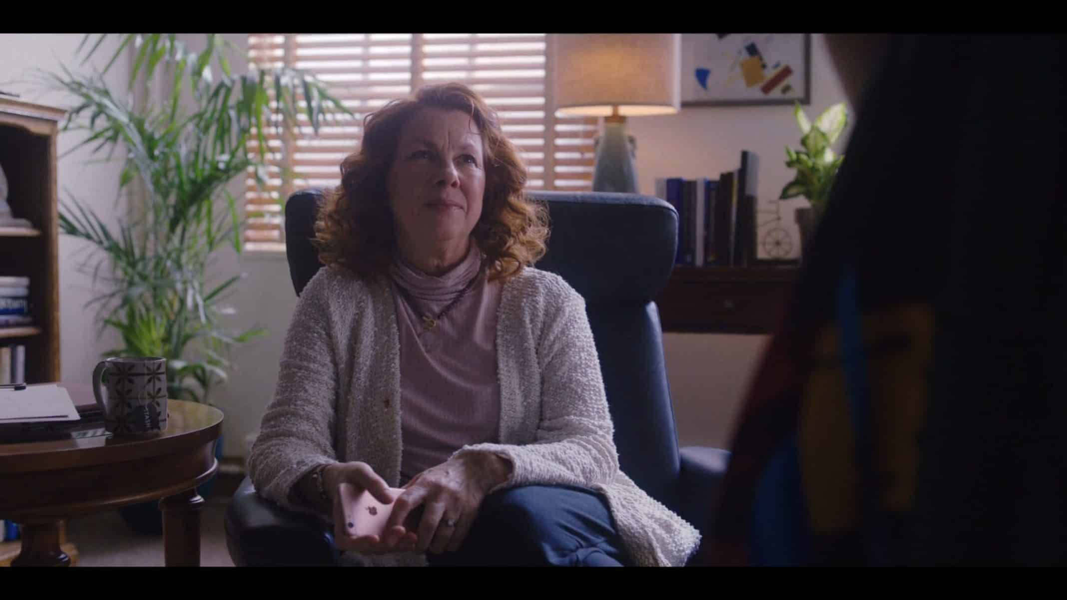 Therapist (Siobhan Fallon Hogan) speaking to Darby.