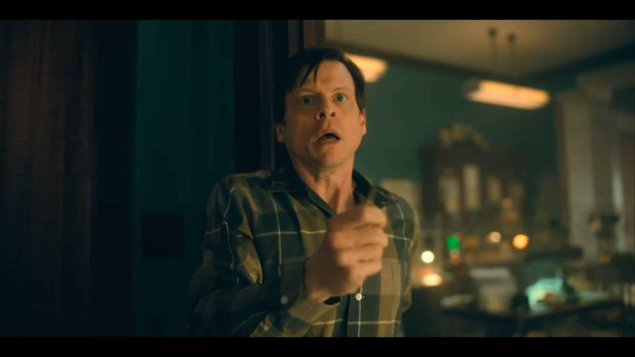Elliott (Kevin Rankin) trying to threaten Five.