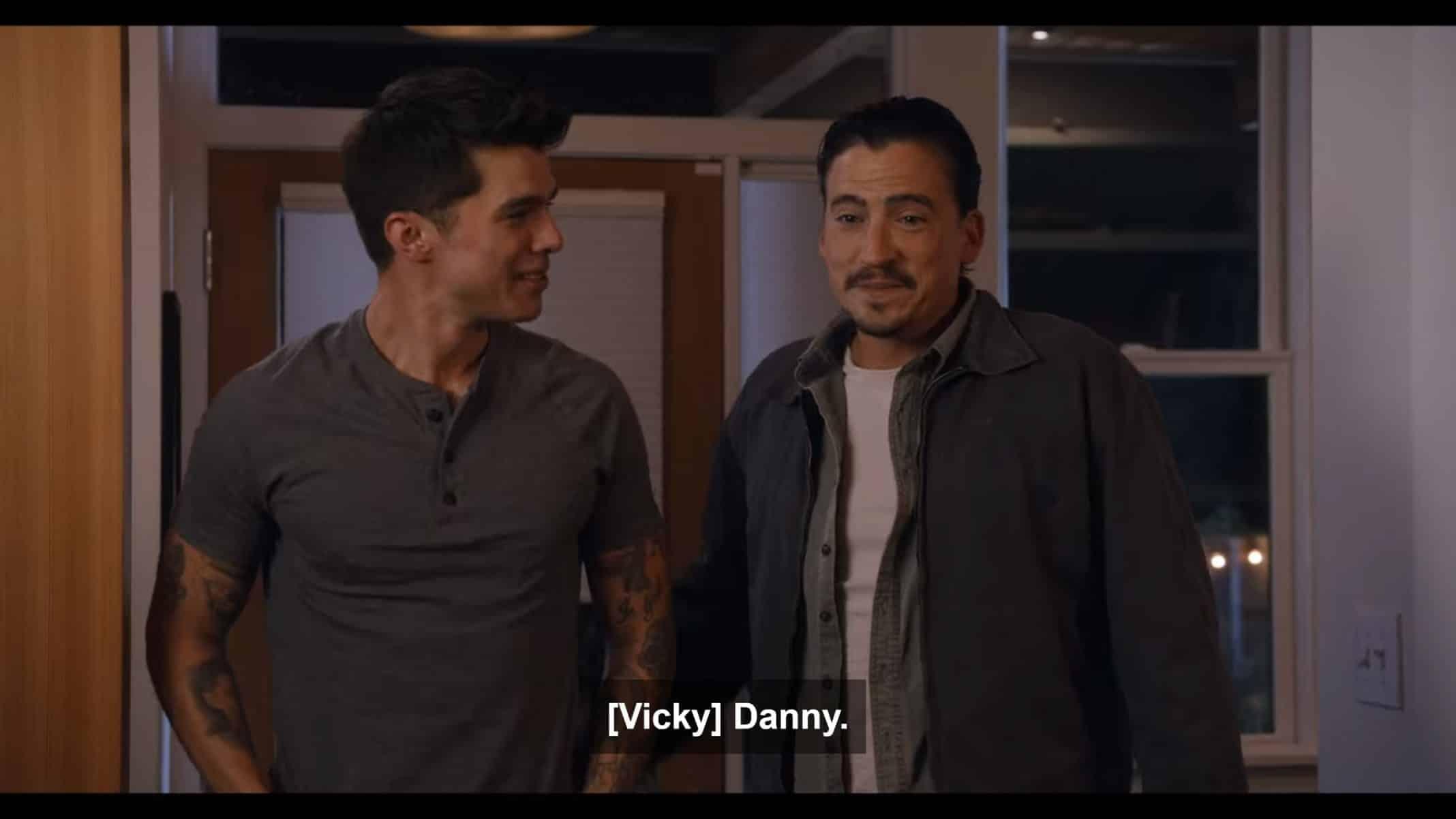 Ben and Danny (Andrew Keegan) at Moe and Tabitha's Friendsgiving.