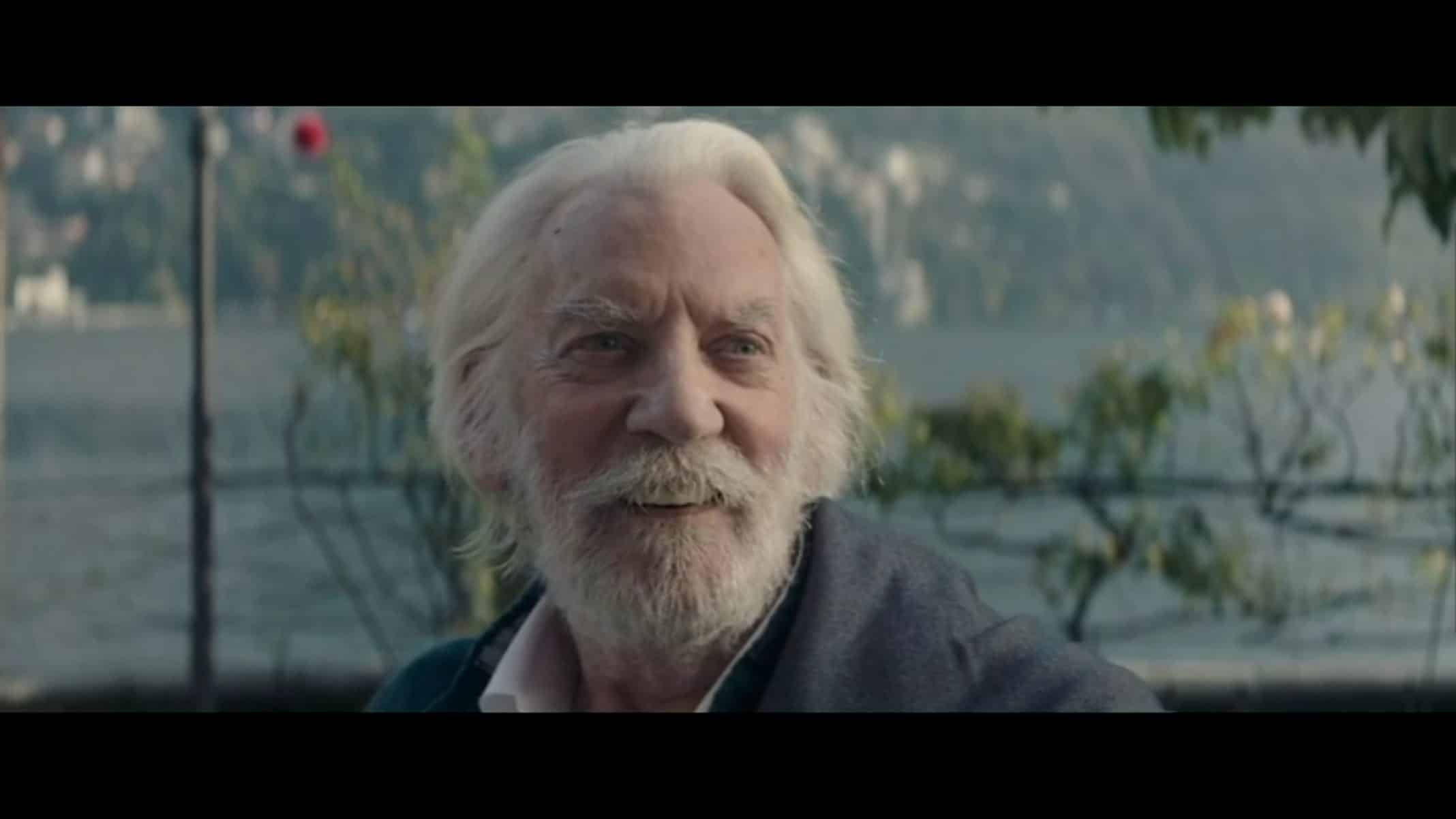 Jerome (Donald Sutherland) smiling
