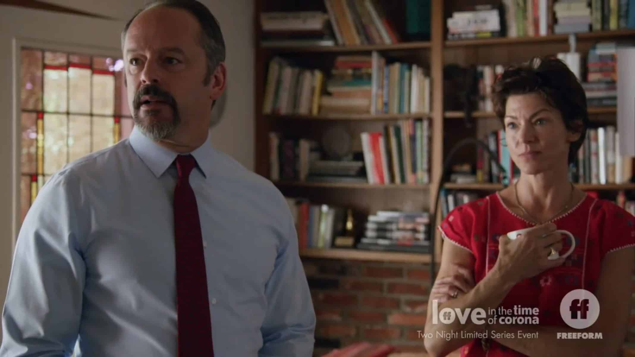 Paul (Gil Bellows) and Sarah (Rya Kihlstedt) in the living room.