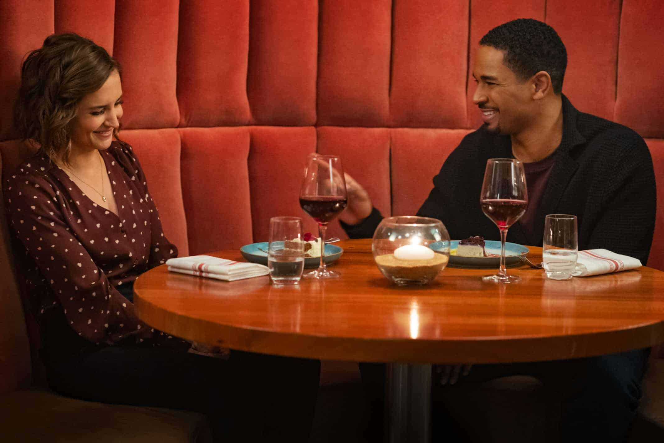 Susan (Rachel Leigh Cook) and Nick (Damon Wayans Jr) on a date.