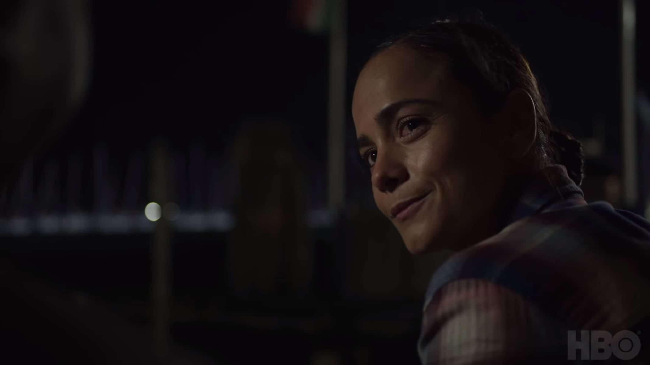 Maggie Wilson (Alice Braga) having a late night conversation