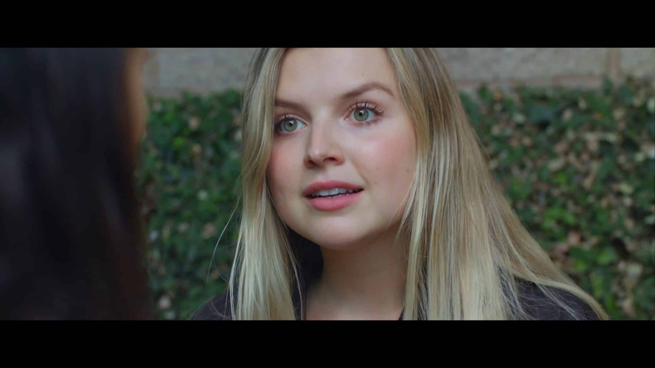 Taylor (Anna Grace Barlow) talking to Eva