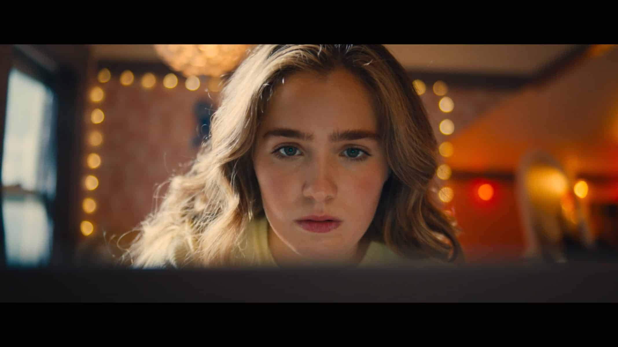 Veronica (Haley Lu Richardson) looking for directions to the nearest abortion clinic.