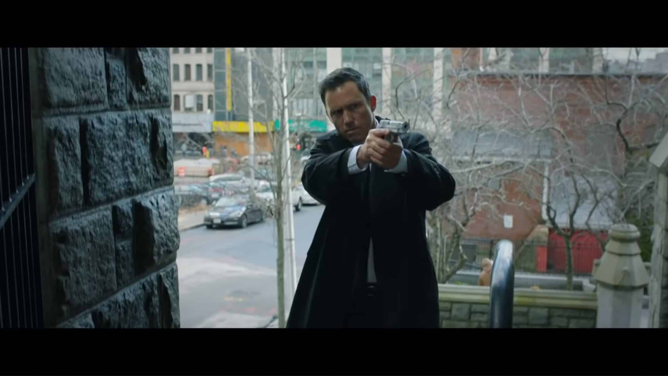 Agent Meyers (Jeffrey Donovan) with his gun out.