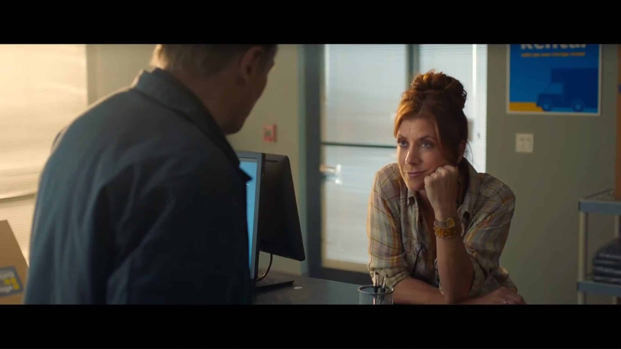 Annie (Kate Walsh) talking to Tom