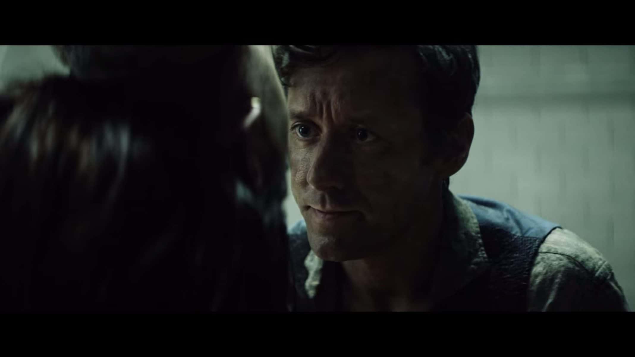 Jacob (Thomas Gullestad) talking to Leo, as she hangs upside down.