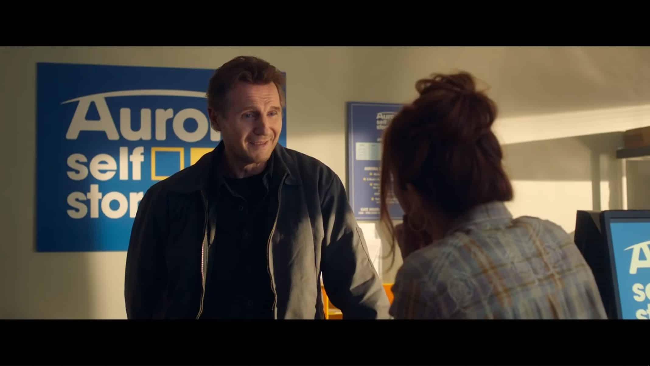 Tom (Liam Neeson) meeting Annie.