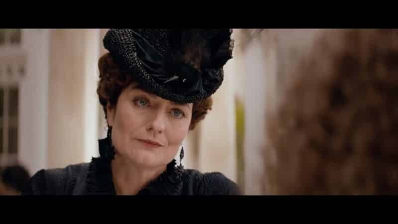 Eleanor (Anna Chancellor) chastising Alice for her habits